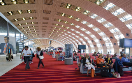 Paris-CDG's Terminal 2E consists of a main building, with check-in and baggage reclaim areas, and two boarding lounges: the Galerie Parisienne, which was inaugurated in June 2007 and the concourse, which opened on 30 March 2008.