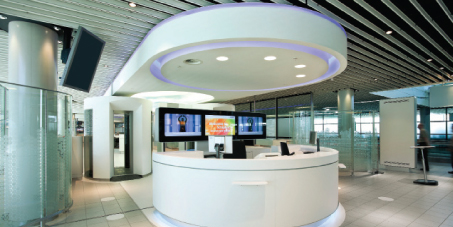 The Innovative Gate, located at Pier G, was entirely redesigned and refitted, with an emphasis on the revolutionary use of elements such as lighting, design and dynamic information services to create a pleasant gate experience.
