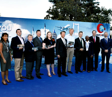 The 2013 ACI EUROPE Best Airport Award winners and presenters.