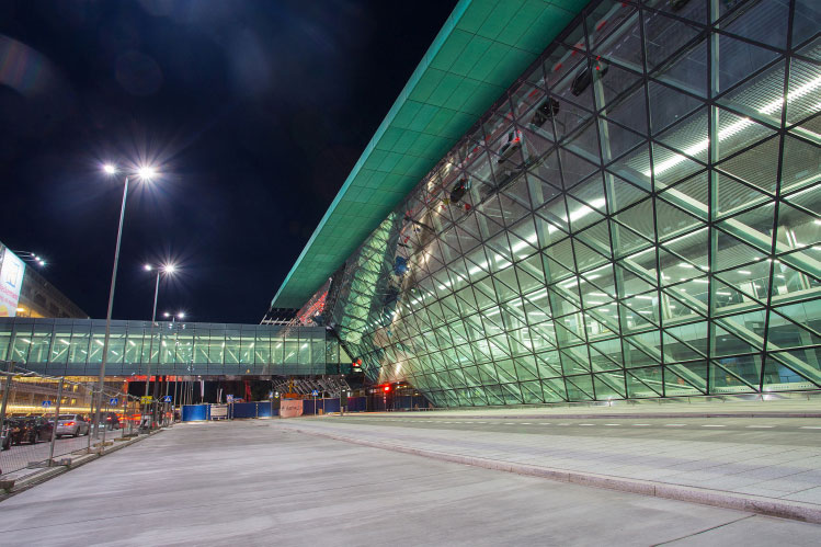 krakow €120 million invested extension of passenger terminal new taxiways and apron expansion