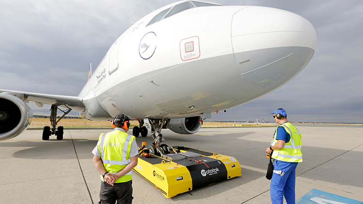 Fraport And Lufthansa Co Testing Remote Controlled Aircraft Tug At