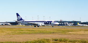 LOT resumes flights from Riga Airport